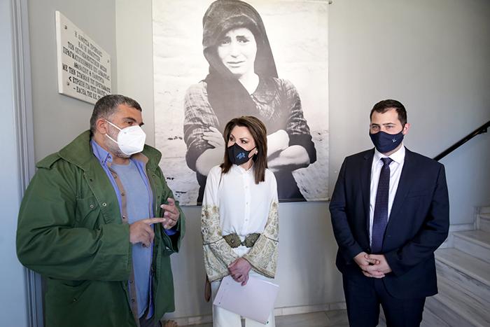 Επίσκεψη της προέδρου της Επιτροπής «Ελλάδα 2021», Κας Γιάννας Αγγελοπούλου-Δασκαλάκη, συνοδευόμενη από μέλη της Επιτροπής, καθώς και από τον περιφερειάρχη Στερεάς Ελλάδας, κ. Φάνη Σπανό και την Αντιπεριφερειάρχη κα Φανή Παπαθωμά στο Μουσείο Θυμάτων Ναζισμού Διστόμου & στο Λαογραφικό Μουσείο Αράχωβας
