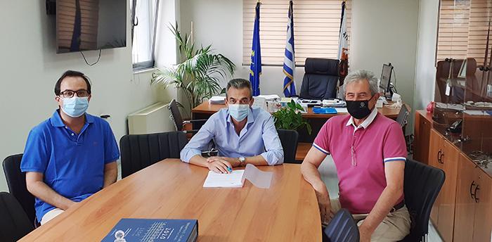 Υπογραφή της σύμβασης για το έργο βελτίωσης των αθλητικών εγκαταστάσεων του Δημοτικού Σταδίου Θήβας