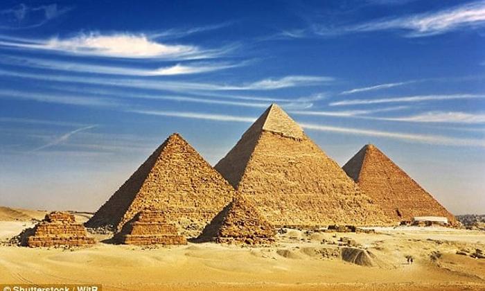 Η πυραμίδα του Χέοπα. Ένα από τα επτά θαύματα του κόσμου, όπου η πολύπλοκη κατασκευή του αποτελεί δέος και δέλεαρ…